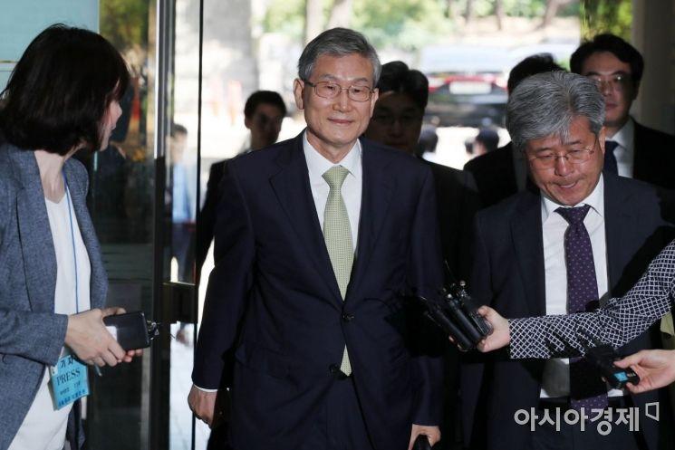 [포토]고영한 전 대법관, 희미한 미소
