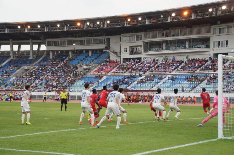 포항스틸러스, 미얀마에서 친선경기…위드 포스코 실천