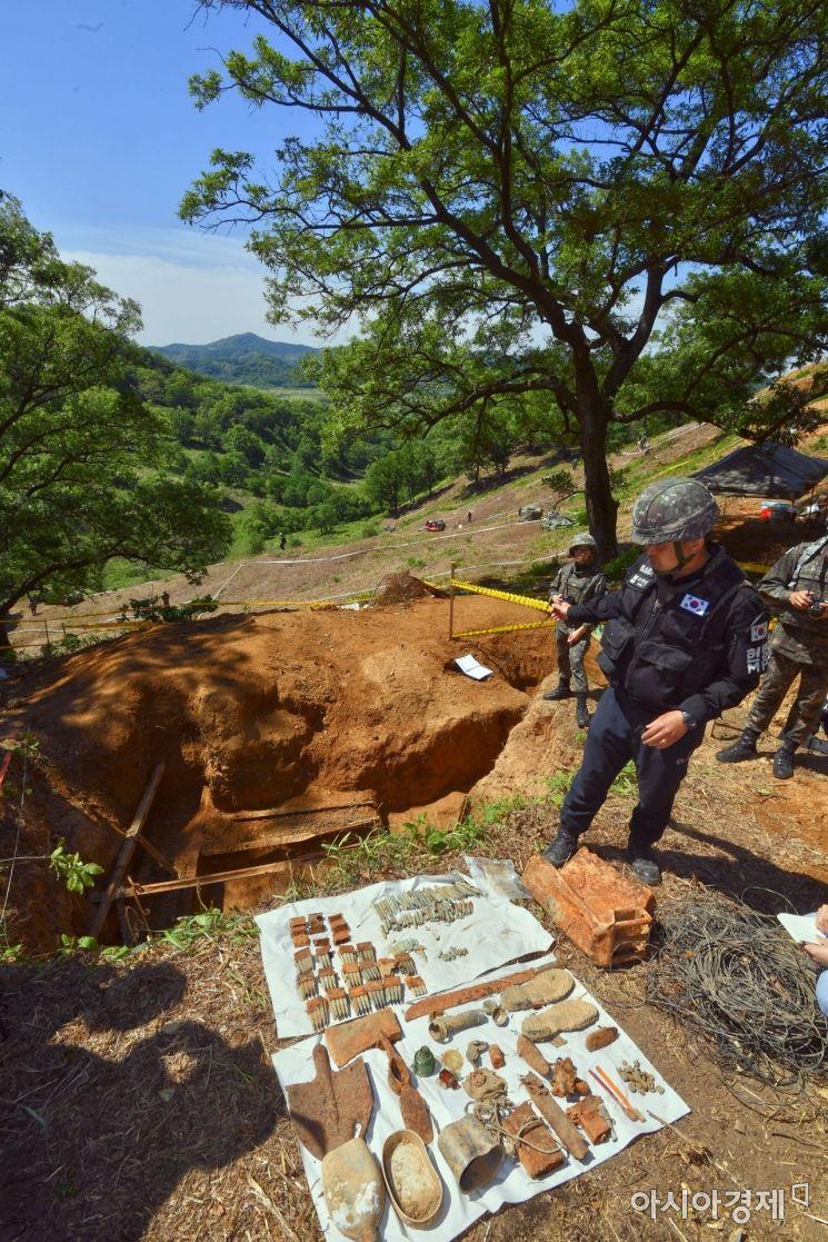 [포토]화살머리고지 유해발굴·지뢰제거 작업