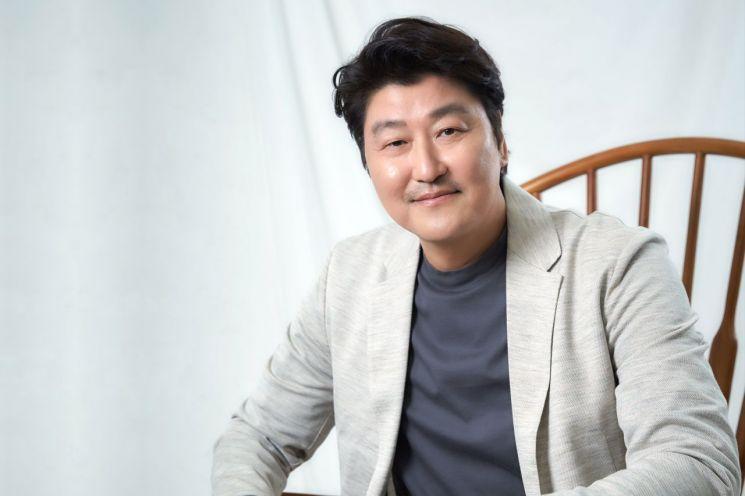 """[인터뷰②]'기생충' 송강호 """"봉준호 감독, 세상 바라보는 시선 독보적"""""""
