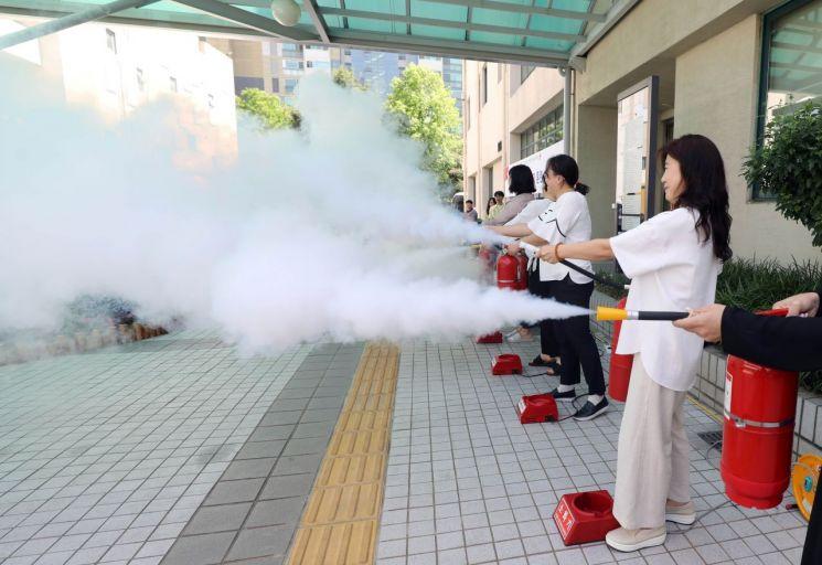 [포토]강남구, 민방위의 날 화재 대피 훈련