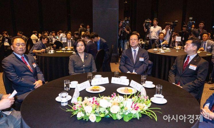 [포토]한자리에 모인 박영선 장관-권기홍 위원장