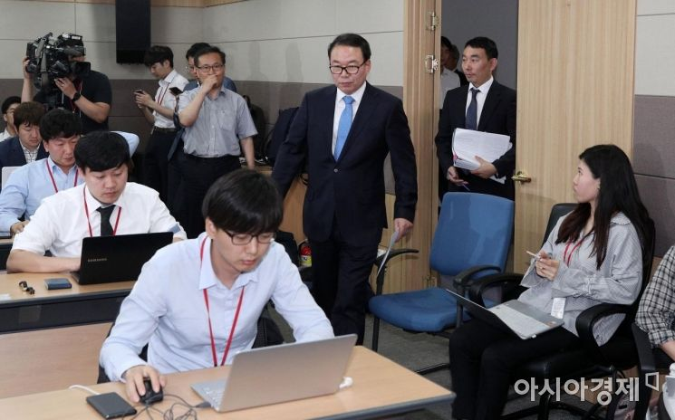 [포토] 입장하는 정한중-김용민 검찰과거사위원
