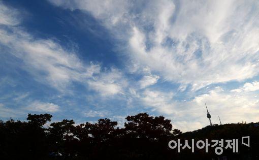 [오늘날씨]낮 최고기온 28도…전국 흐리다 차차 맑아져