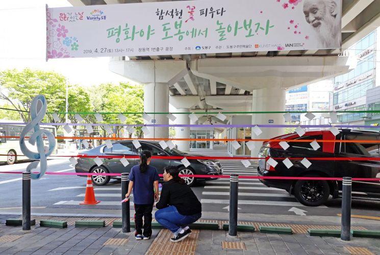 '김수영 시인과 자유, 달나라의 장난'