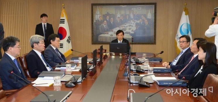 [포토] 이주열 총재, 금통위 주재