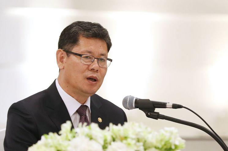 김연철 통일부 장관이 지난 21일 오전 서울 종로구 AW컨벤션센터에서 열린 기자간담회에서 모두발언하고 있다.