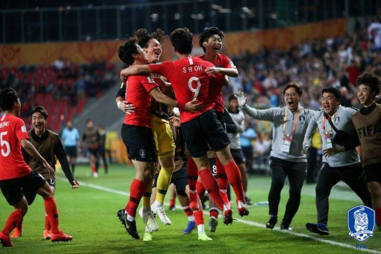 우리 20세 이하(U-20) 축구대표팀이 1일 아르헨티나와의 U-20 월드컵 조별리그 최종전에서 전반 42분 선제골을 따낸 뒤 기뻐하고 있다.[사진=대한축구협회 제공]