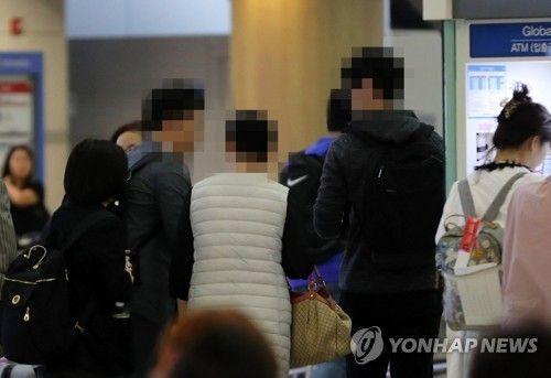 헝가리로 출발하는 유람선 사고 피해자 가족.(사진=연합뉴스)