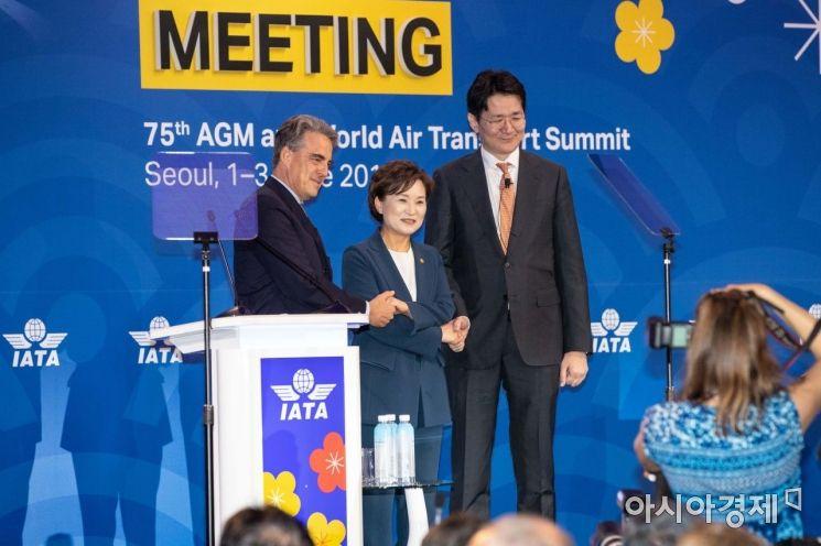 [포토]IATA 사무총장과 악수하는 조원태 사장