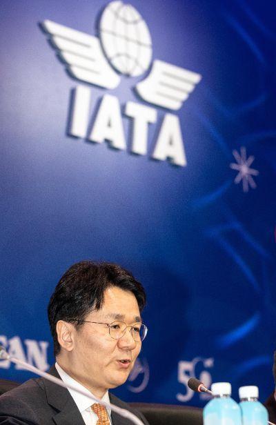 조원태 대한항공 사장이 2일 서울 강남구 코엑스에서 열린 '국제항공운송협회(IATA) 연차총회'에서 의장으로 선출된 뒤 발언 하고 있다./강진형 기자aymsdream@
