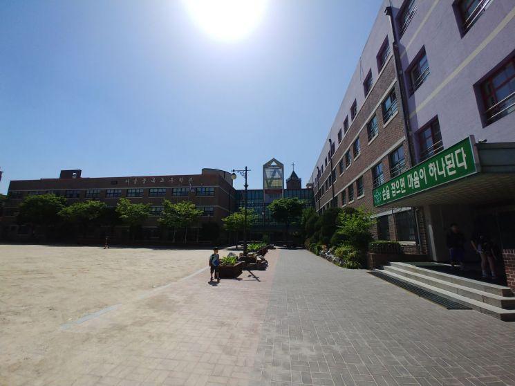 서울중곡초등학교 교정
