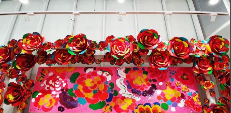 홍지윤 '스왕크 Swank', 420x120㎝, painting Installation, 2019  [사진= 요갤러리 제공]