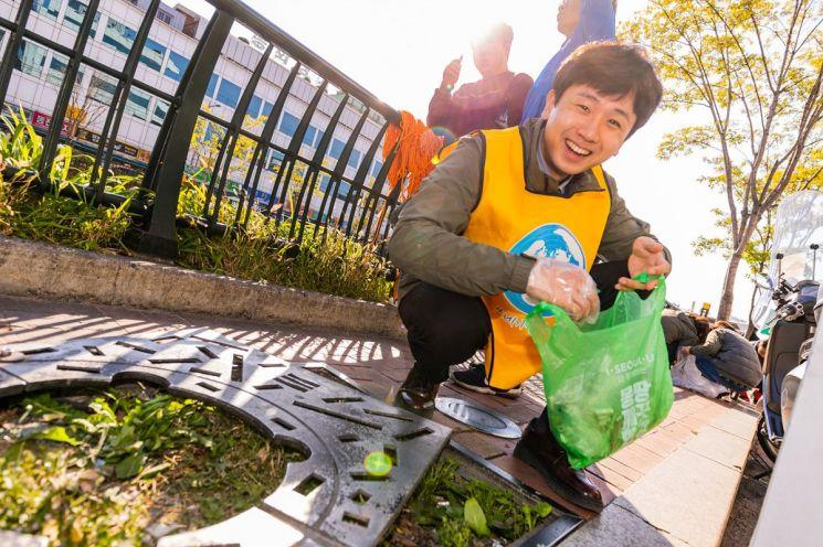 쓰레기 줍기 스포츠 대회에 참한 참가자 모습 (제공=서울시)