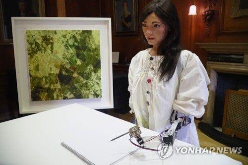 AI 로봇 예술가 '아이다(Ai-Da)'  [이미지 출처= 로이터연합뉴스]