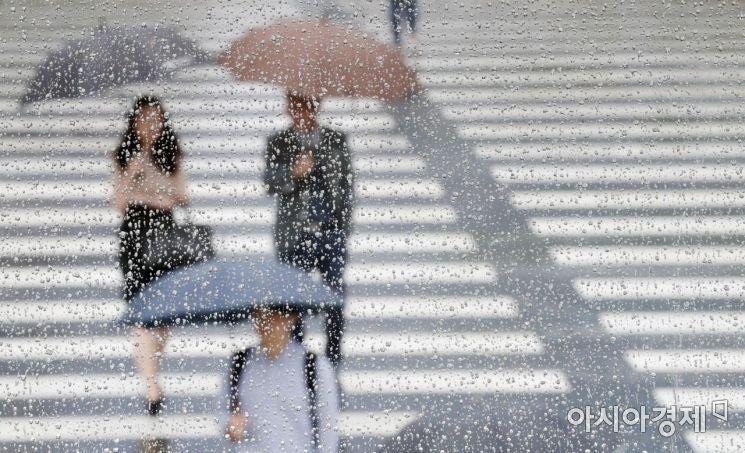 [포토]주룩주룩 빗속에서