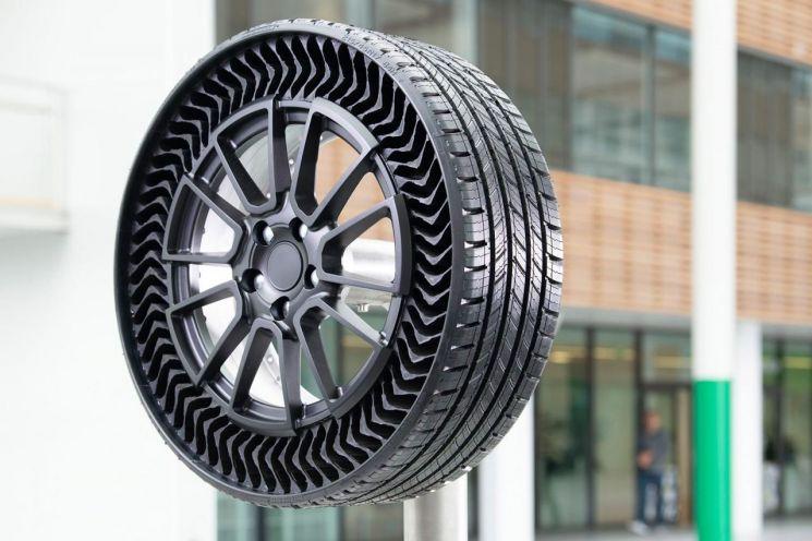 미쉐린, 공기없는(airless) 타이어 선봬…연말 볼트EV 주행 테스트