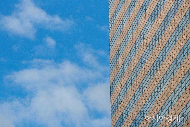 [포토]건물에 비친 하늘