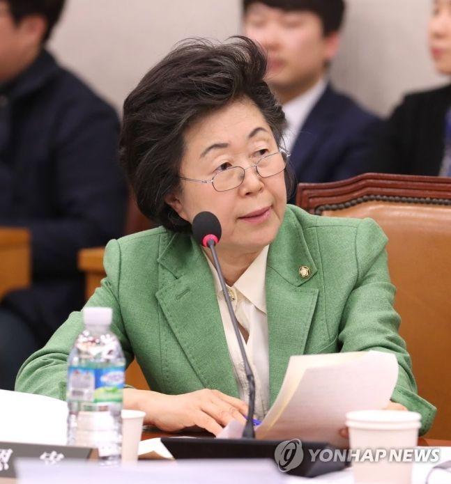 자유한국당 이은재 의원이 지난 3월14일 열린 국회 법제사법위원회 전체회의에서 박상기 법무부 장관에게 질의하고 있다/사진=연합뉴스