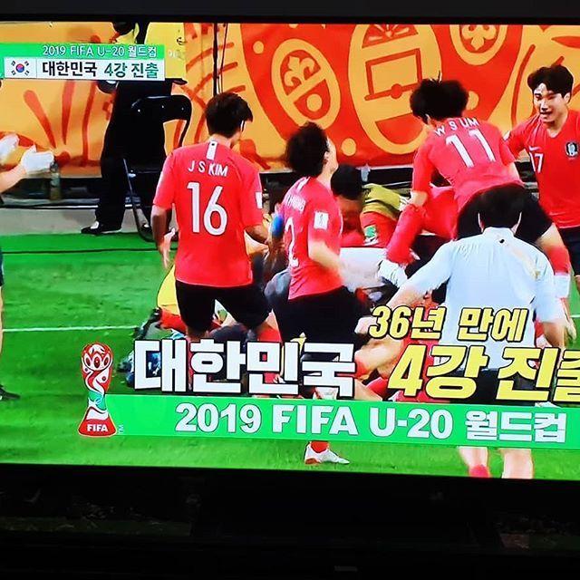 정해인이 올린 TV 속 대한민국 대표팀의 8강전 승리 장면 / 사진=정해인 인스타그램