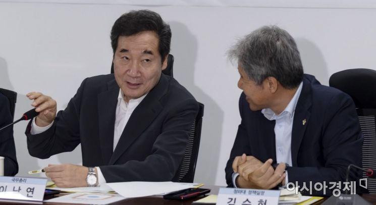 [포토] 이야기 나누는 이낙연 총리·김수현 실장