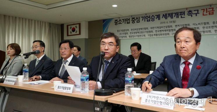 [포토] 질의응답하는 서승원 중소기업중앙회 상근부회장