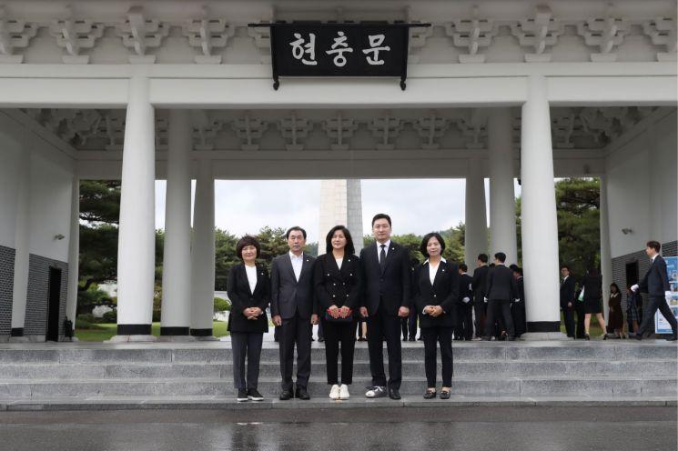 [포토]서초구의회, 호국 보훈의 달 기념 현충원 참배