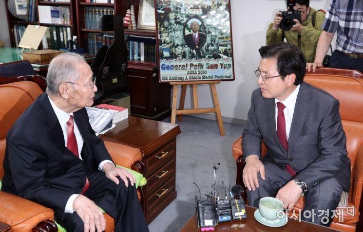 [포토] 황교안 자유한국당 대표, 백선엽 장군 예방
