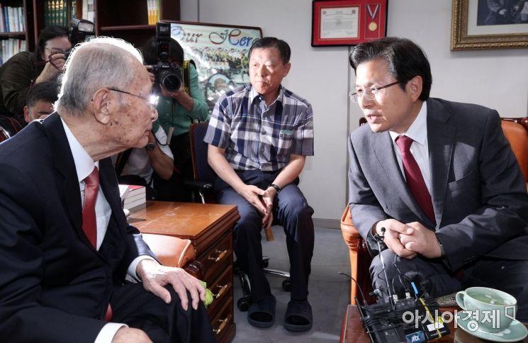 [포토] 백선엽 예비역 대장 찾은 황교안 대표