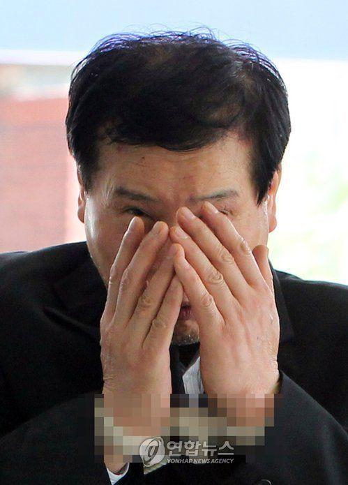 조세형.사진은 지난 2016년 서울의 한 택에 침입해 귀금속을 훔친 혐의로 법정에 나서는 모습. [이미지출처=연합뉴스]