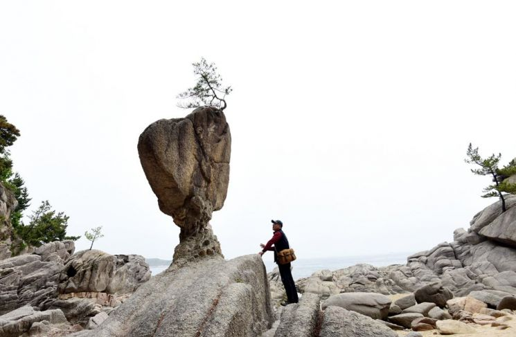 바위가 하트모양을 하고 있는 서낭바위