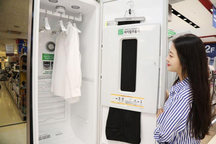 '의류관리기' 뜨거운 인기…이마트 매출 순위도 흔들었다