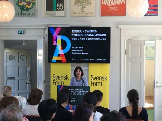 윤주현 한국디자인진흥원 원장이 스웨덴공예디자인협회에서 양국 간 디자인 협력 등에 대해 이야기를 하고 있다.