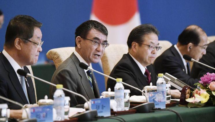지난 4월 중국 베이징에서 열린 중국과 일본의 '제5차 고위급 경제대화'에서 고노 다로 일본 외무상이 발언하는 모습(사진=연합뉴스)