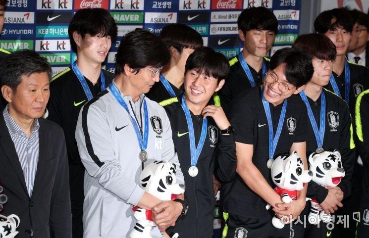 [포토] U-20 축구대표팀, 은메달 걸고 금의환향