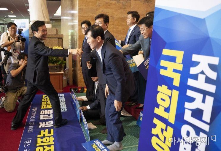 [포토] 국회 정상화 격려하는 손학규 대표