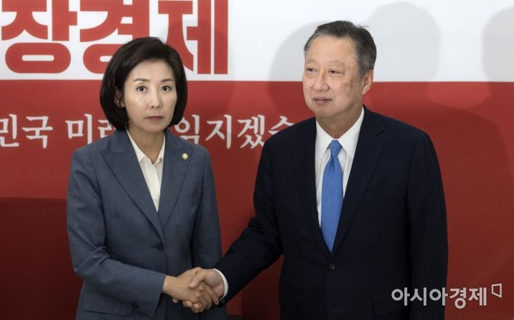 [포토] 인사 나누는 박용만 회장·나경원 원내대표