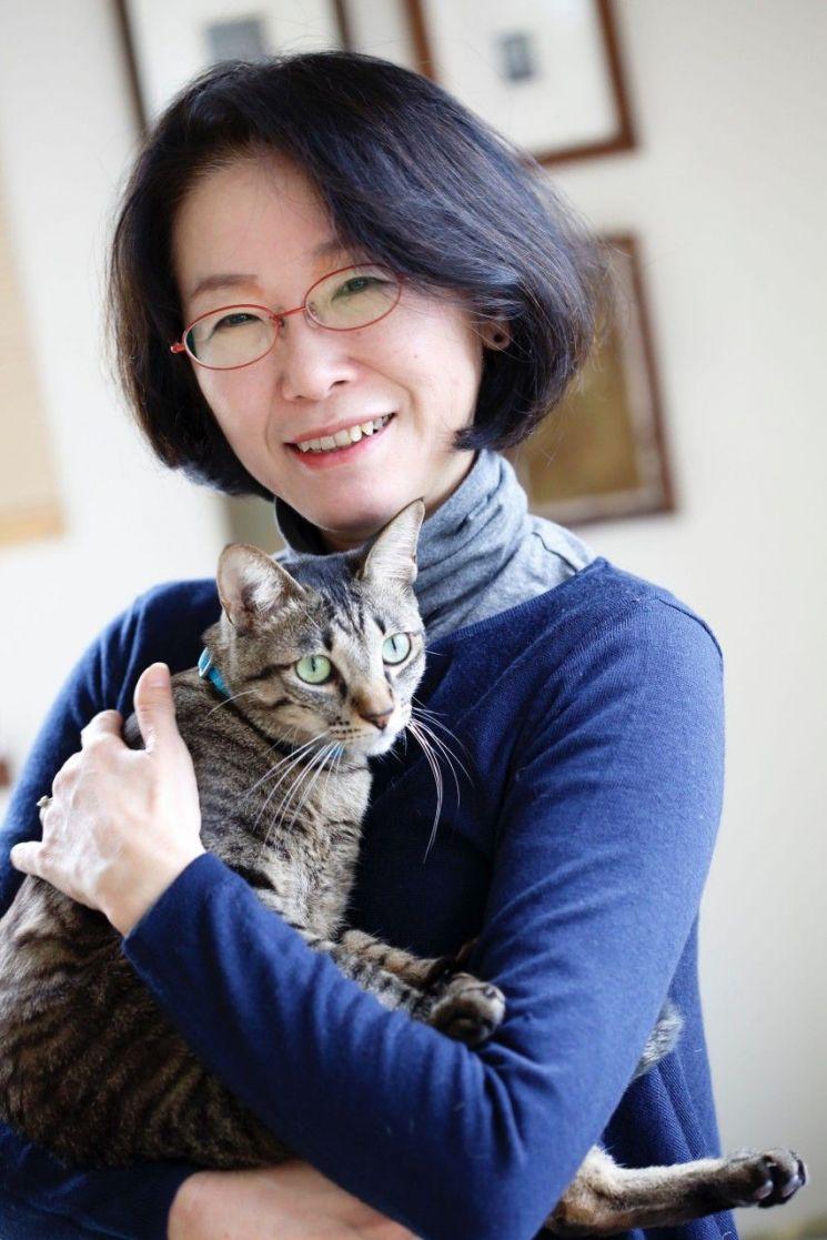'개가 가르쳐주었다' '개와 소년의 재출발'의 저자이자 일본의 프리랜서 기자인 오쓰카 아쓰코씨.(사진=오치아이 유리코 작가 제공)