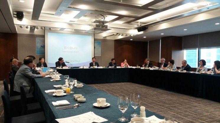 니어재단은 18일 서울 명동 은행회관 뱅커스클럽에서 '산업 전환기의 미래 산업 핵심 인력 확보 방안'을 주제로 세미나를 개최했다.