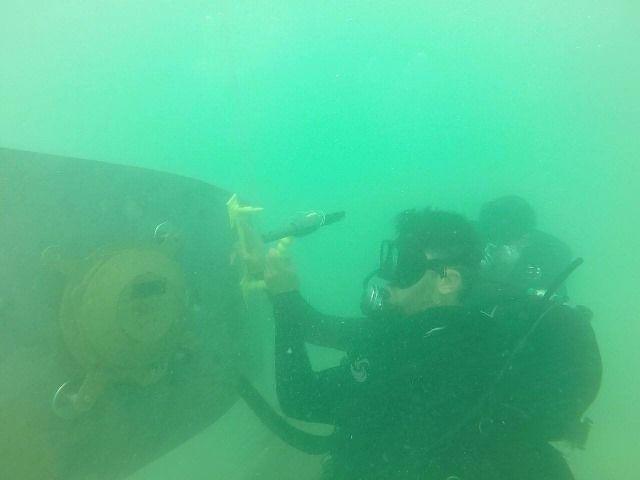 림펫 마인(Limpet mine) 설치 훈련 중인 뉴질랜드 해군의 모습. 림펫 마인은 2차대전 중 발명된 무기로 강한 자성을 지닌 시한폭탄을 선체에 부착, 폭파시키는 기뢰다.(사진=뉴질랜드 해군 홈페이지/http://navy.mil.nz)