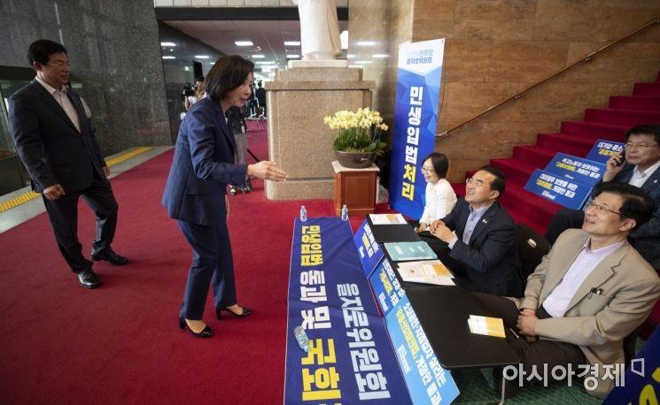 [포토] 민주당 을지로 위원회 농성장 찾은 나경원