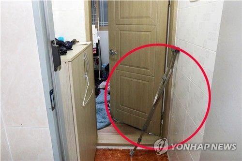 휘어진 목발 [이미지출처=연합뉴스]