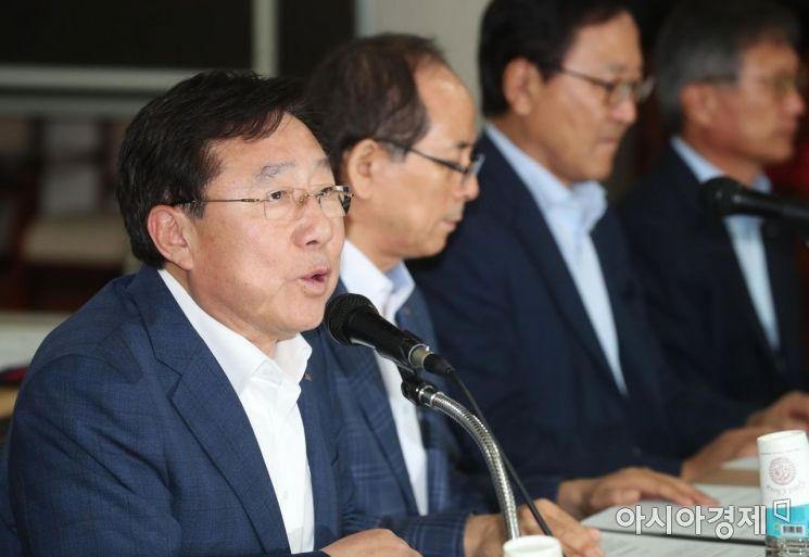 [포토]발언하는 김기문 중소기업중앙회장