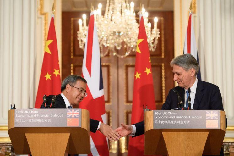 """英 """"중국은 중요한 파트너""""…美 압박에도 관계 더 밀착"""