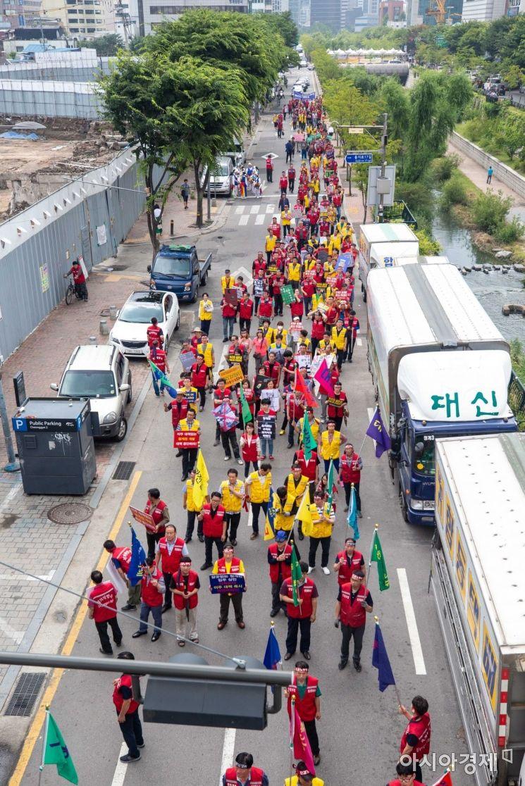 [포토]서울시청으로 행진하는 청계천 일대 상인들
