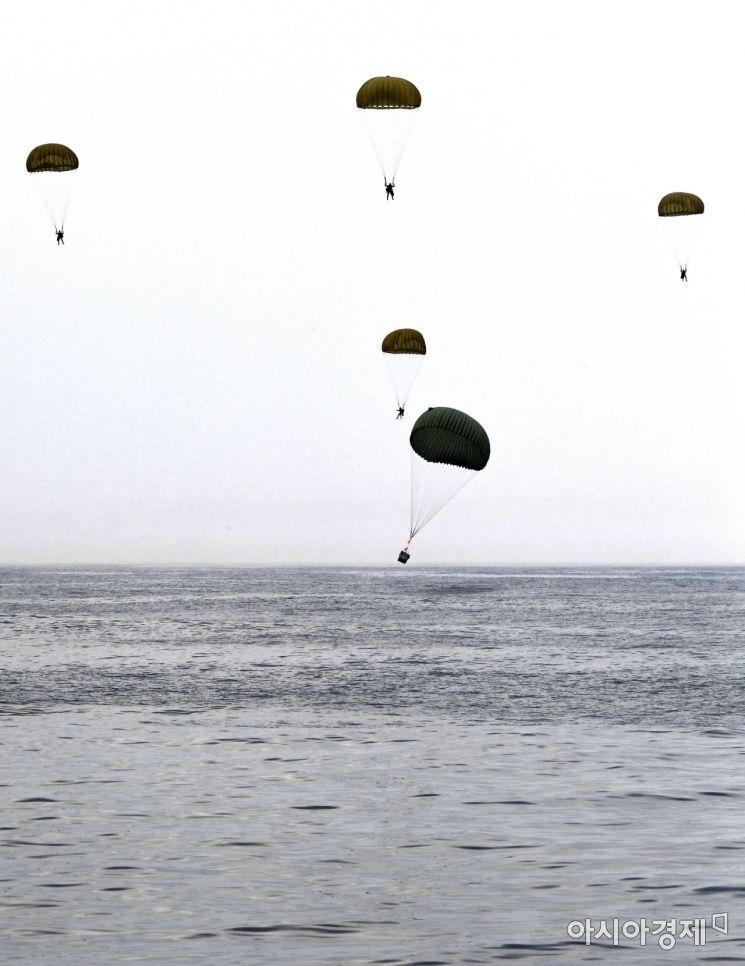 [포토] 해상 선박사고 조난자 군경 합동 구조훈련