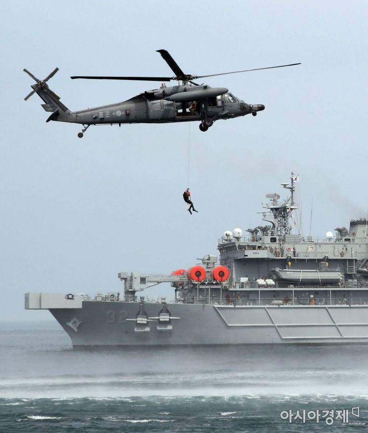 [포토] 해상 조난자 군경 합동 구조훈련