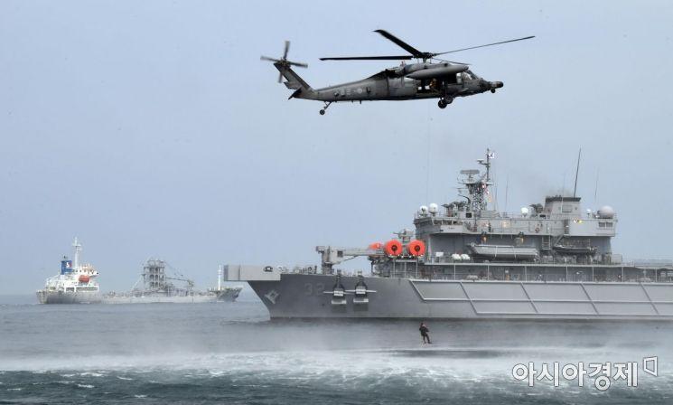 [포토] 해상 조난자 군경 합동 구조탐색훈련 실시