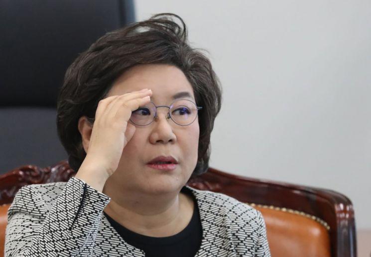 정보위원장인 바른미래당 이혜훈 의원이 6일 오후 국회에서 김상균 국가정보원 2차장으로부터 북한 발사체 관련 보고를 받은 뒤 브리핑을 하고 있다.