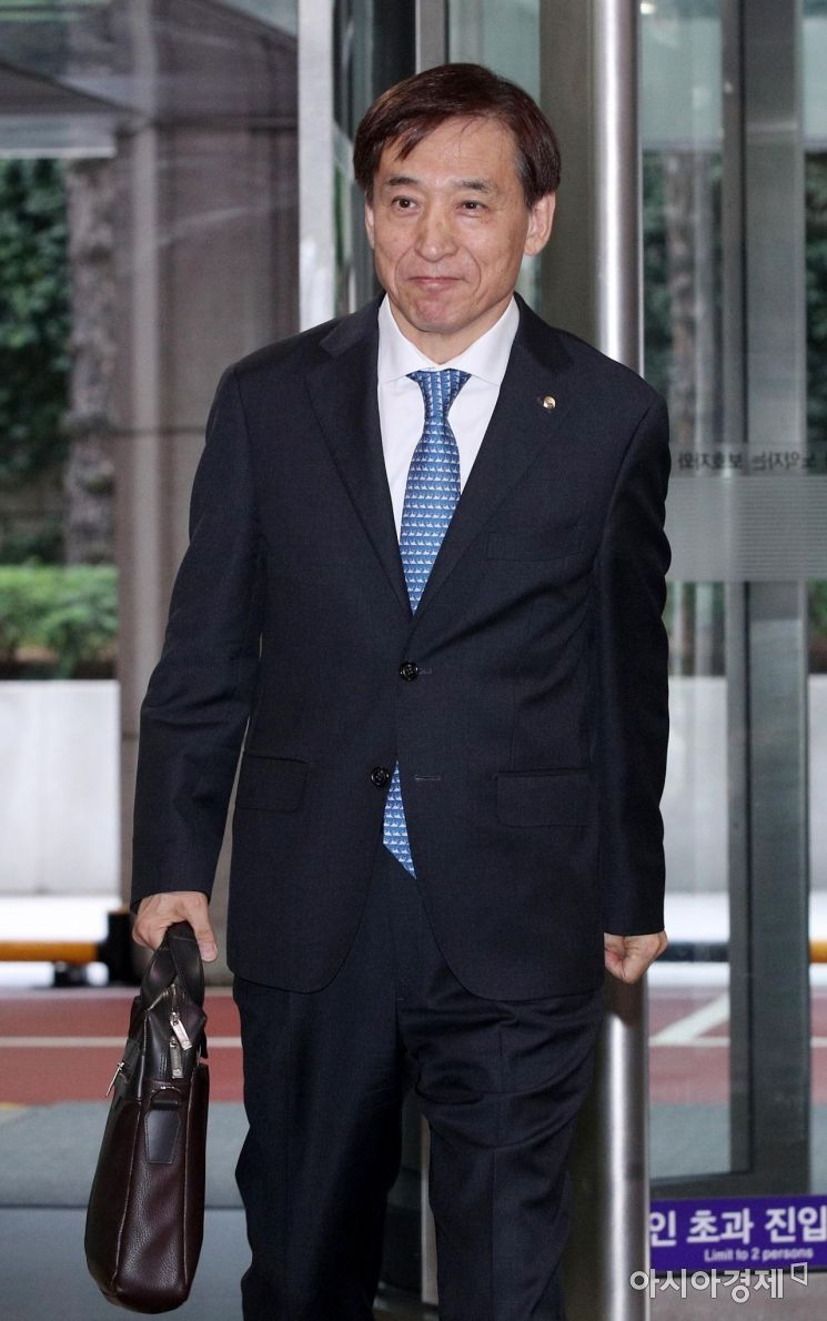 [포토] 출근하는 이주열 총재